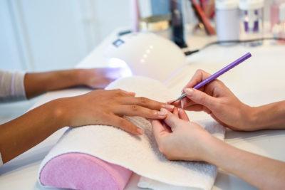 Czym jest manicure hybrydowy - Salon Kosmetyczny Białystok - Żelazna 5 Klinika Urody