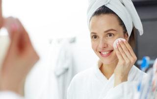 Jak dobrze i zdrowo wykonać demakijaż - Salon Kosmetyczny Białystok - Żelazna 5 Klinika Urody